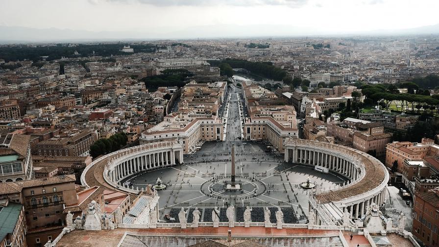 Внезапни оставки във Ватикана