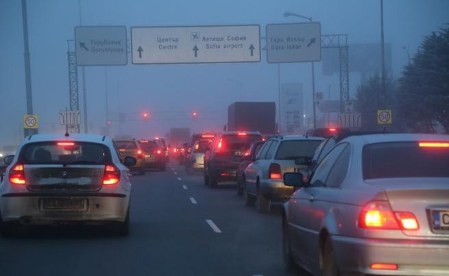 Интензивен трафик в последния от серията почивни дни