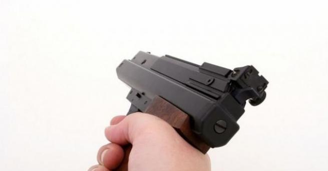 Снимка: 16-годишен се гръмна с газов пистолет, намерил го в градинка