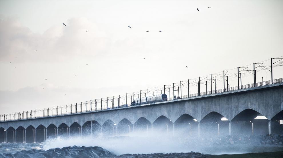 Железопътна катастрофа на мост в Дания, има загинали