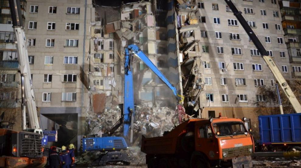 Жертвите след срутването на сграда в Русия вече са 24