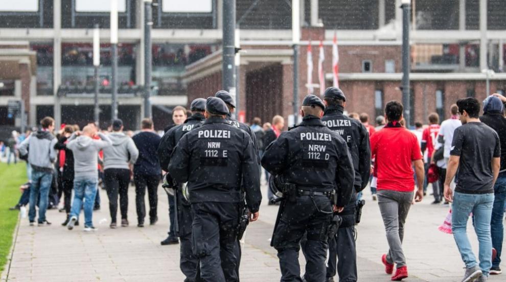 Българи протестираха пред клиника в Кьолн заради смъртта на 4-годишно дете