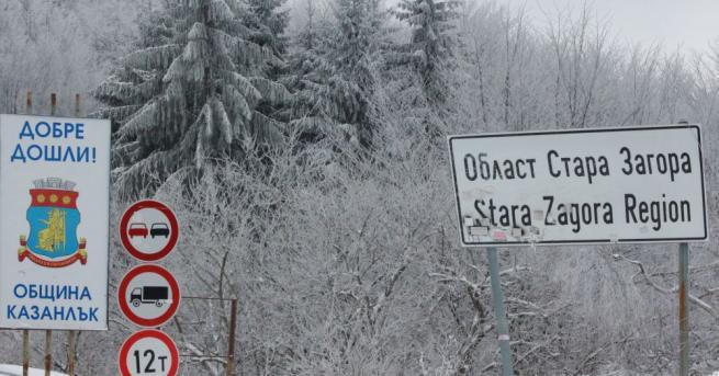 Близо половин метър е снежната покривка на връх Шипка в