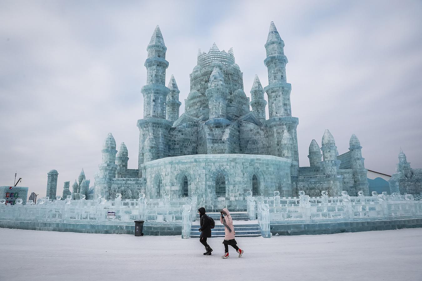 Ежегодния международен фестивал за скулптури от лед и сняг в Харбин, провинция Хъйлундзян, Китай.