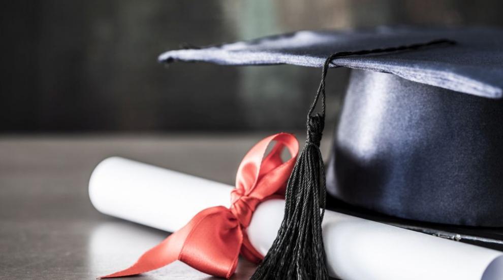 Журналистка се сдоби с диплома за лекар само за две седмици