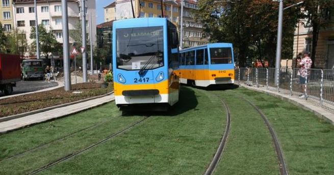 """Снимка: Удължават зелените трамвайни релси от Руски паметник до пл. """"Македония"""""""