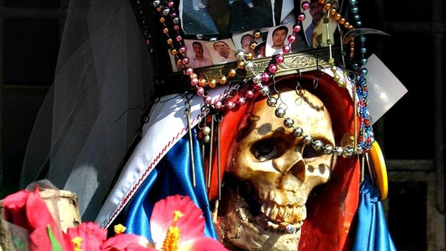 Санта Муерте - светицата на смъртта, която милиони почитат