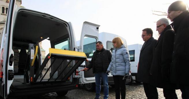 Снимка: 7 нови микробуса ще преозват трудноподвижни хора в София