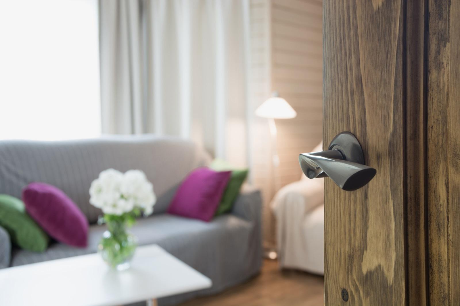 Вратите трябва да се отварят лесно и широко, за да може позитивната енергия да проникне лесно в дома ви.