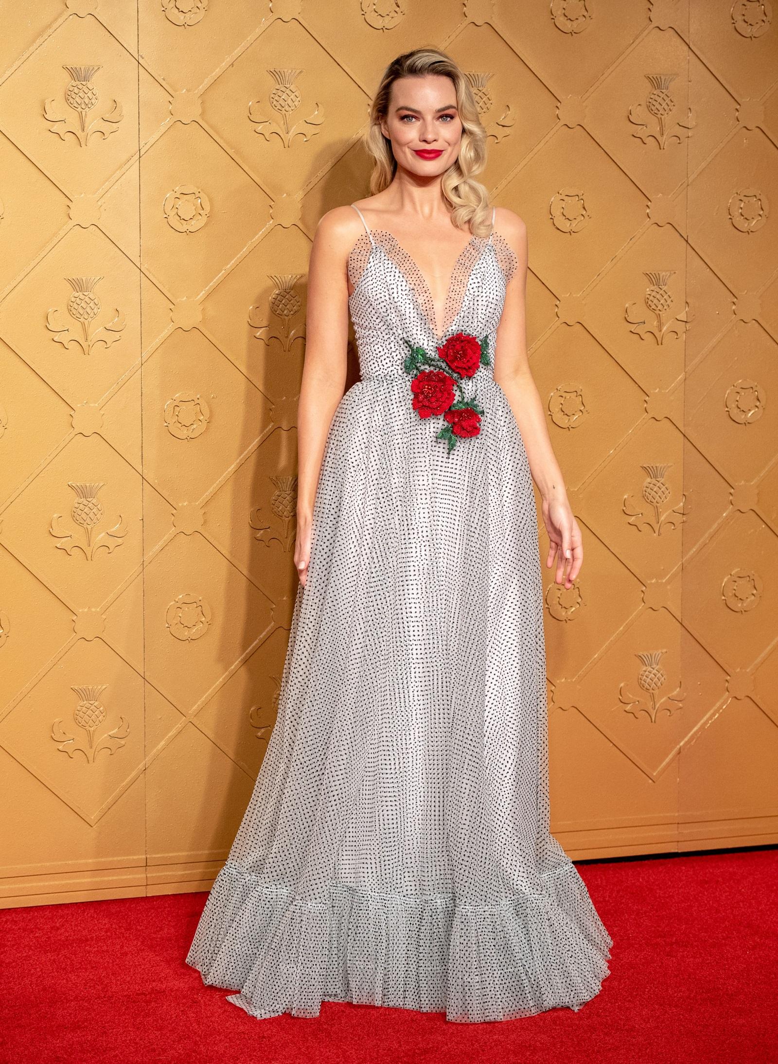 Русокосата красавица Марго Роби ще влезе в образа на Барби в нов филм. Лентата е по повод 60-годишния юбилей на известната кукла. Австралийската актриса обяви, че ще бъде копродуцент на филма. Засега не е обявен сценарий или дата, на която продукцията ще се появи по кината.