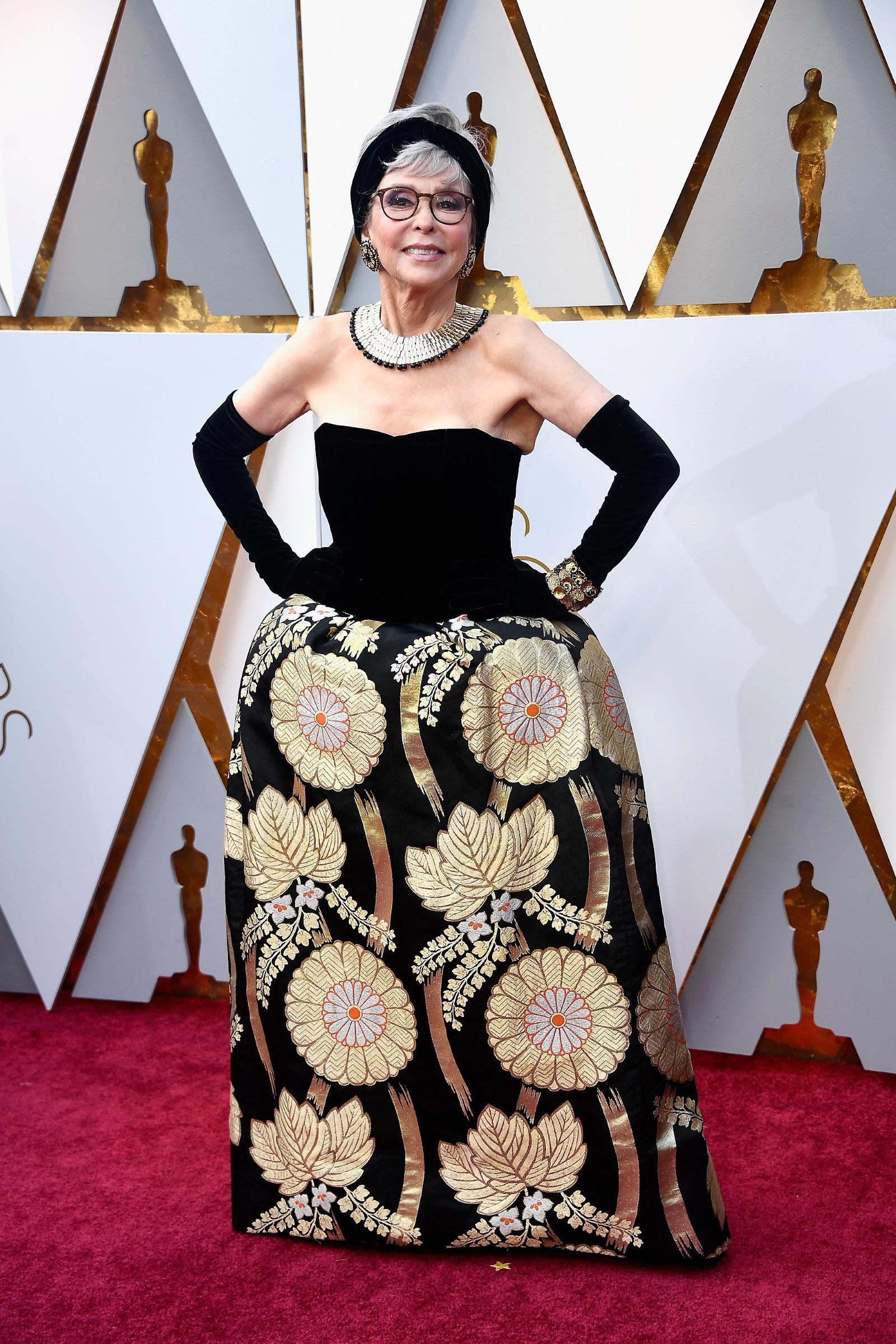 """На """"Оскар""""-ите през 2018 г. Рита Морено изглеждаше зашеметяващо със същата рокля, с която през 1962 г. спечели награда """"Оскар""""."""
