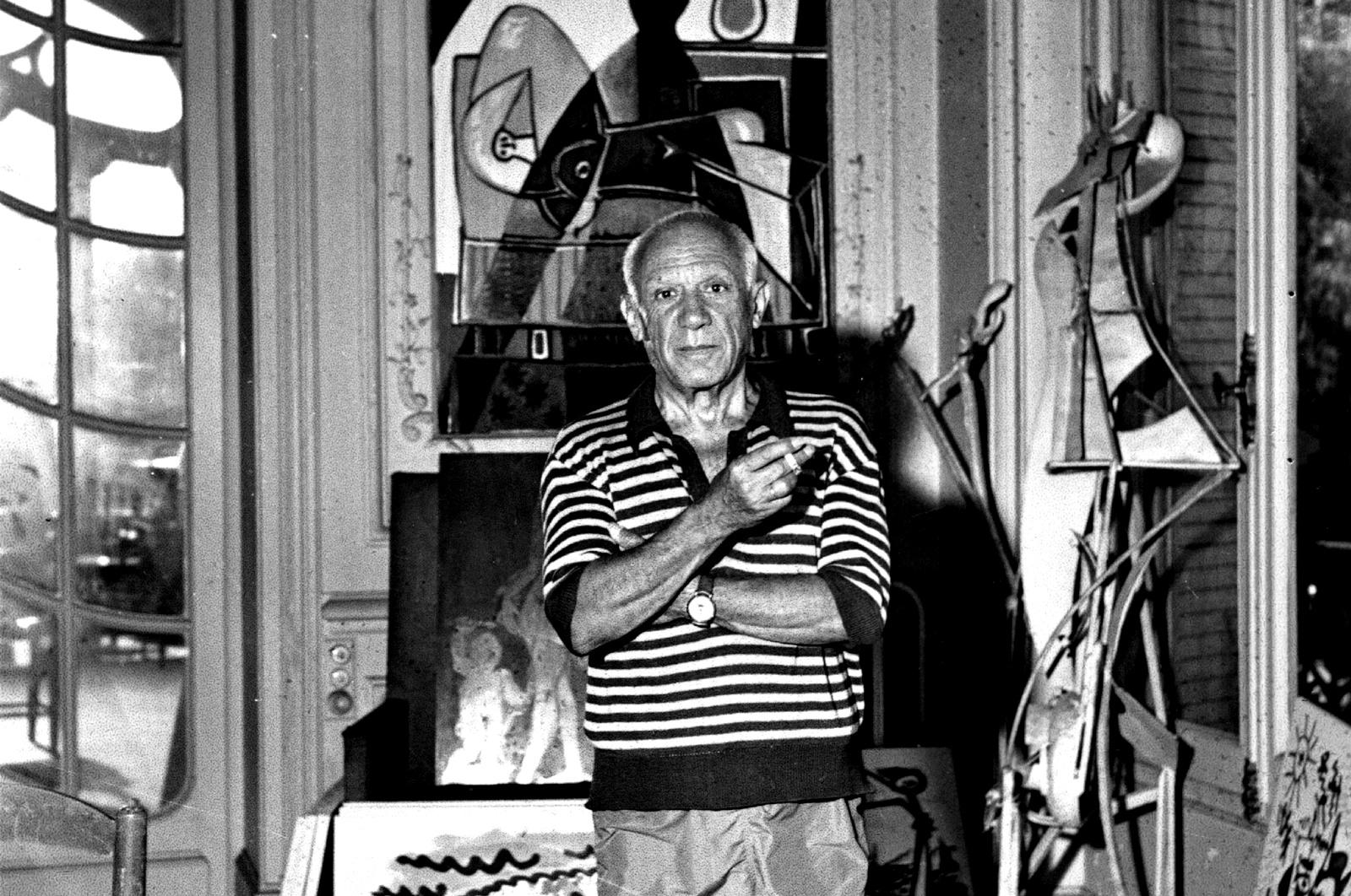 """Картини:<br /> - """"The Pipes of Pan"""" и """"Paulo on a Donkey"""" от Пабло Пикасо<br /> - Портрет на Тристан Цара от Робер Делоне"""