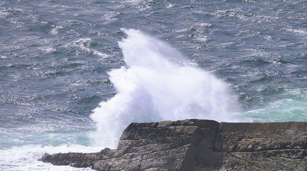 10-годишно момче оцеля в морето, благодарение на...