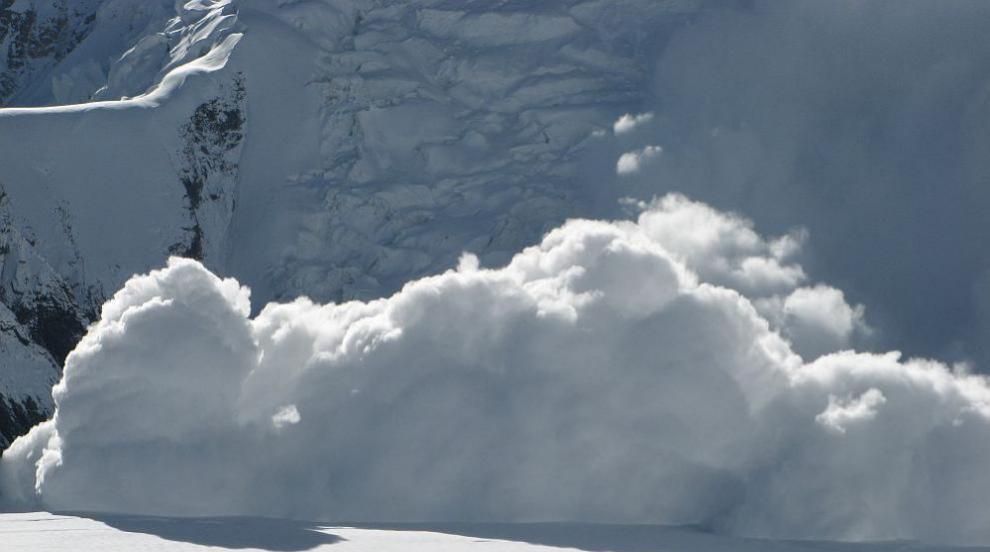 Лавина падна на писта в швейцарски ски курорт