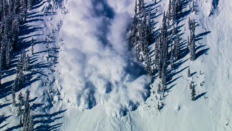 <p>Опасност от нови лавини в планините</p>