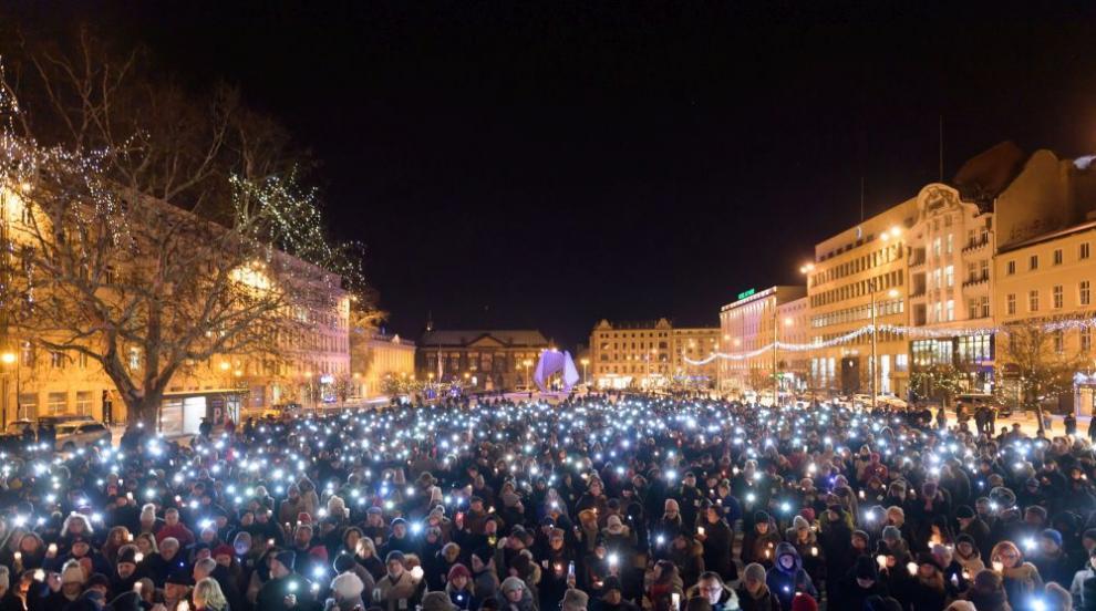 Национален траур в Полша след убийството в Гданск. Хиляди почетоха паметта...