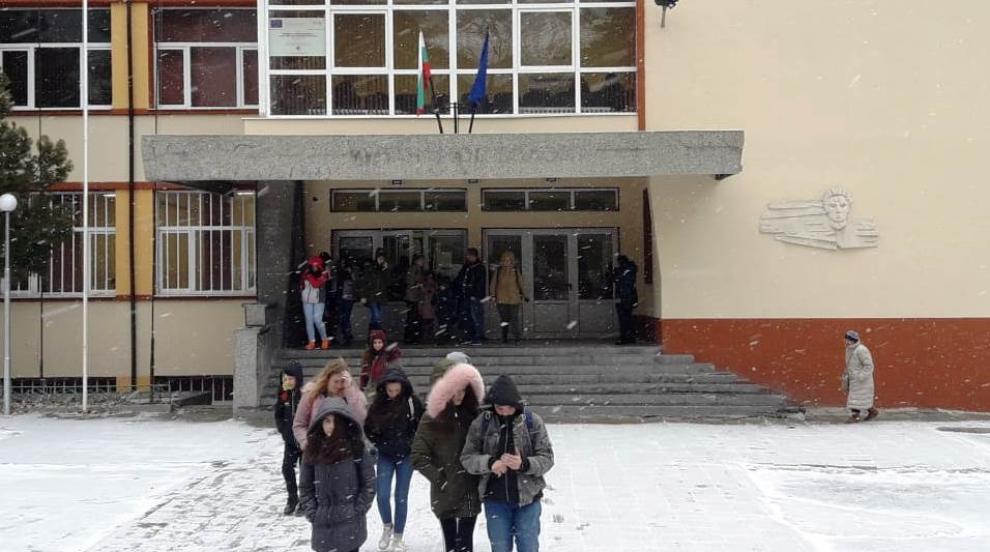 143 училища и детски градини в страната затвориха заради грип и лошо време
