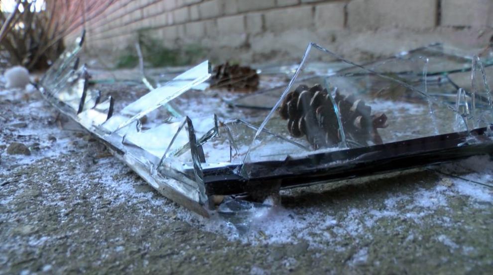 Заради ураганния вятър в Сопот евакуираха ученици (СНИМКИ)