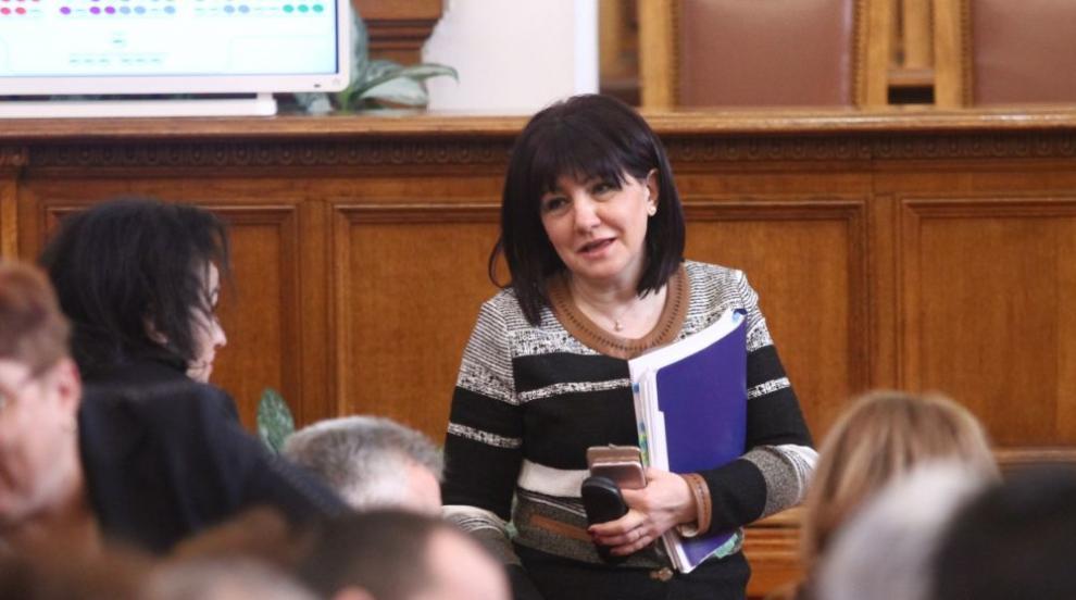 Караянчева: Очертава се кампания на общи приказки без конкретика по...