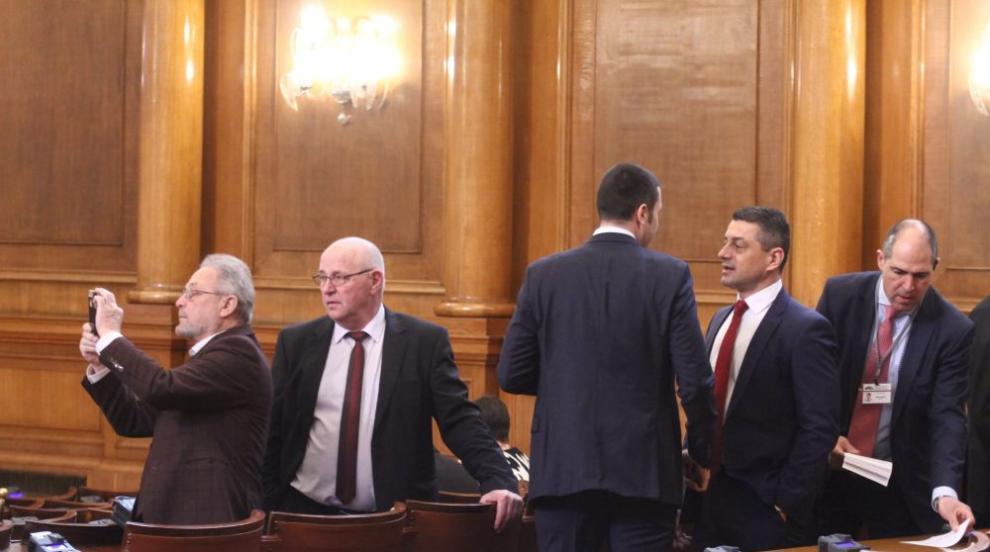 Депутати поканиха президента и премиера да присъстват на дебатите за F-16