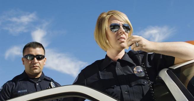 Не всички полицаи по света карат скучни, масови коли. В
