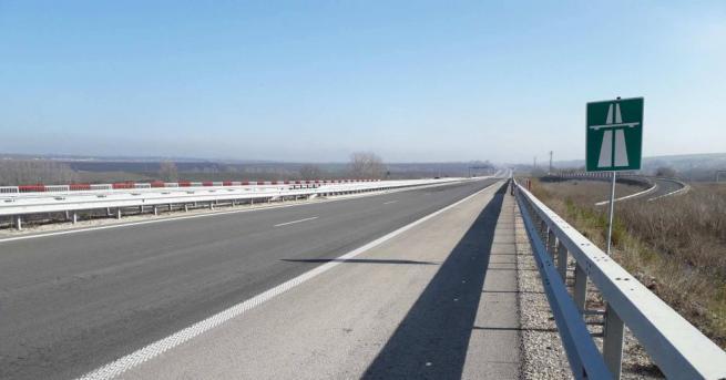 """Снимка: Откраднаха парапети и мантинели от надлези над магистрала """"Марица"""""""
