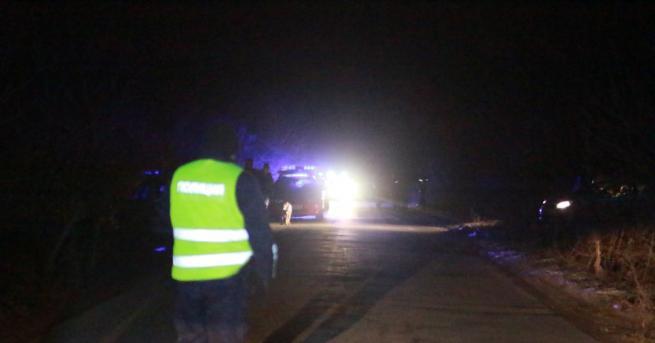 Снимка: Полицаи гониха автомобил из страната, двама са арестувани