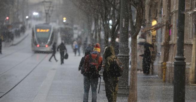Снимка: Сняг валя в Йерусалим за пръв път от години