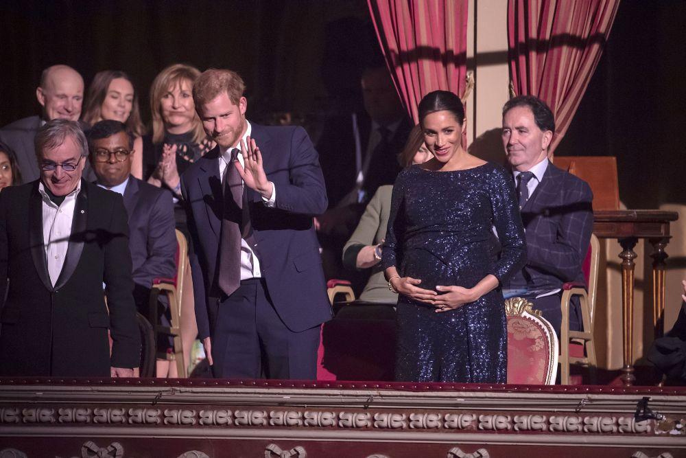 Херцогът и херцогинята на Съсекс не спират да демонстрират любовта си