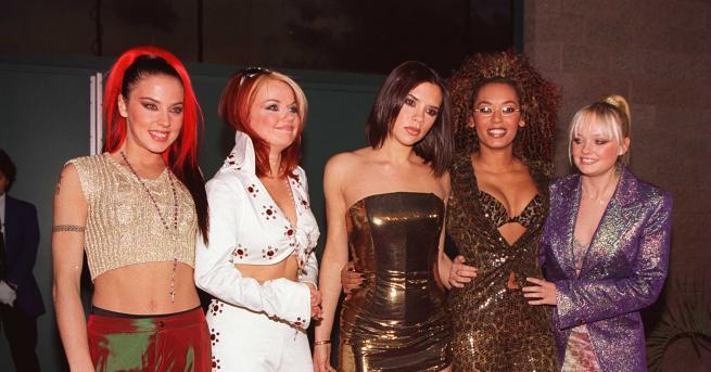 Снимка: Модните тенденции от 90-те, които са горещи и днес