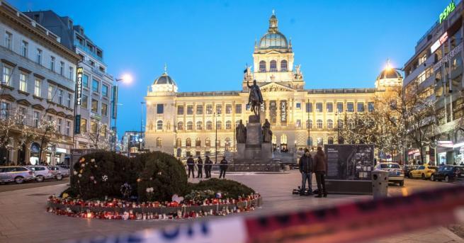 Мъж се самозапали днес на Вацлавския площад в Прага, където