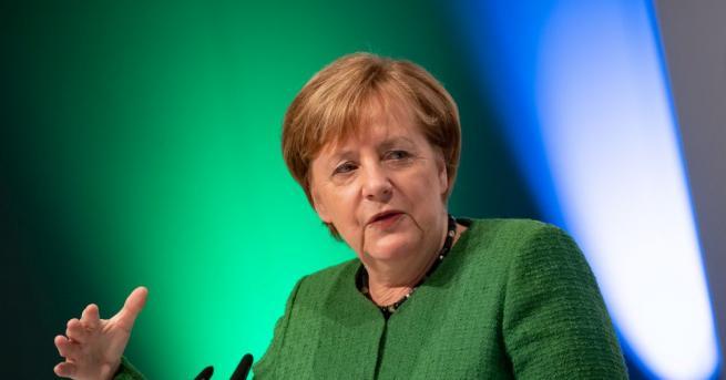 Германският канцлер Ангела Меркел посъветва обществеността да не се бои