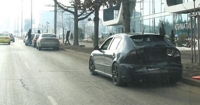 """Две катастрофи станаха този предобед на столичния бул. """"България"""". Материалните"""