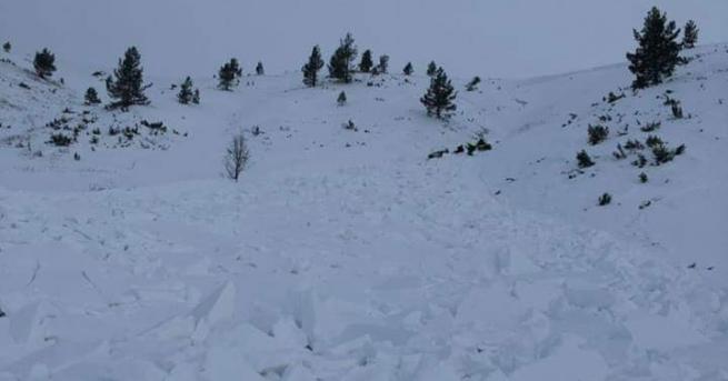 Лавина падна в Осоговската планина след Превала, съобщиха от Планинската