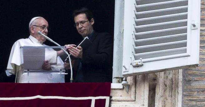 Папа Франциск покани католиците да се молят с него по