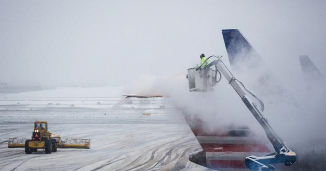 Нужда от спешна медицинска помощ и механичен проблем оставиха пътниците