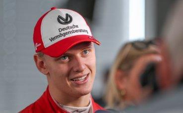 Мик Шумахер победи Фетел в директен дуел на пистата