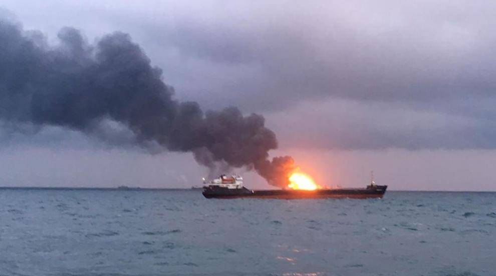 14 загинали при пожара на двата кораба в Черно море