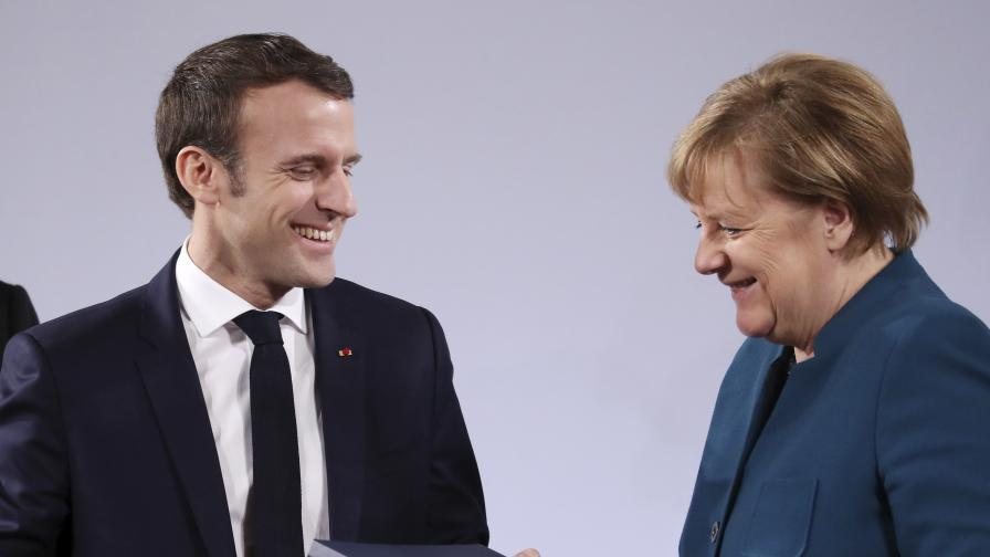 <p>Зад средновековни стени&nbsp;Меркел и Макрон чертаят бъдещето на Европа&nbsp;</p>