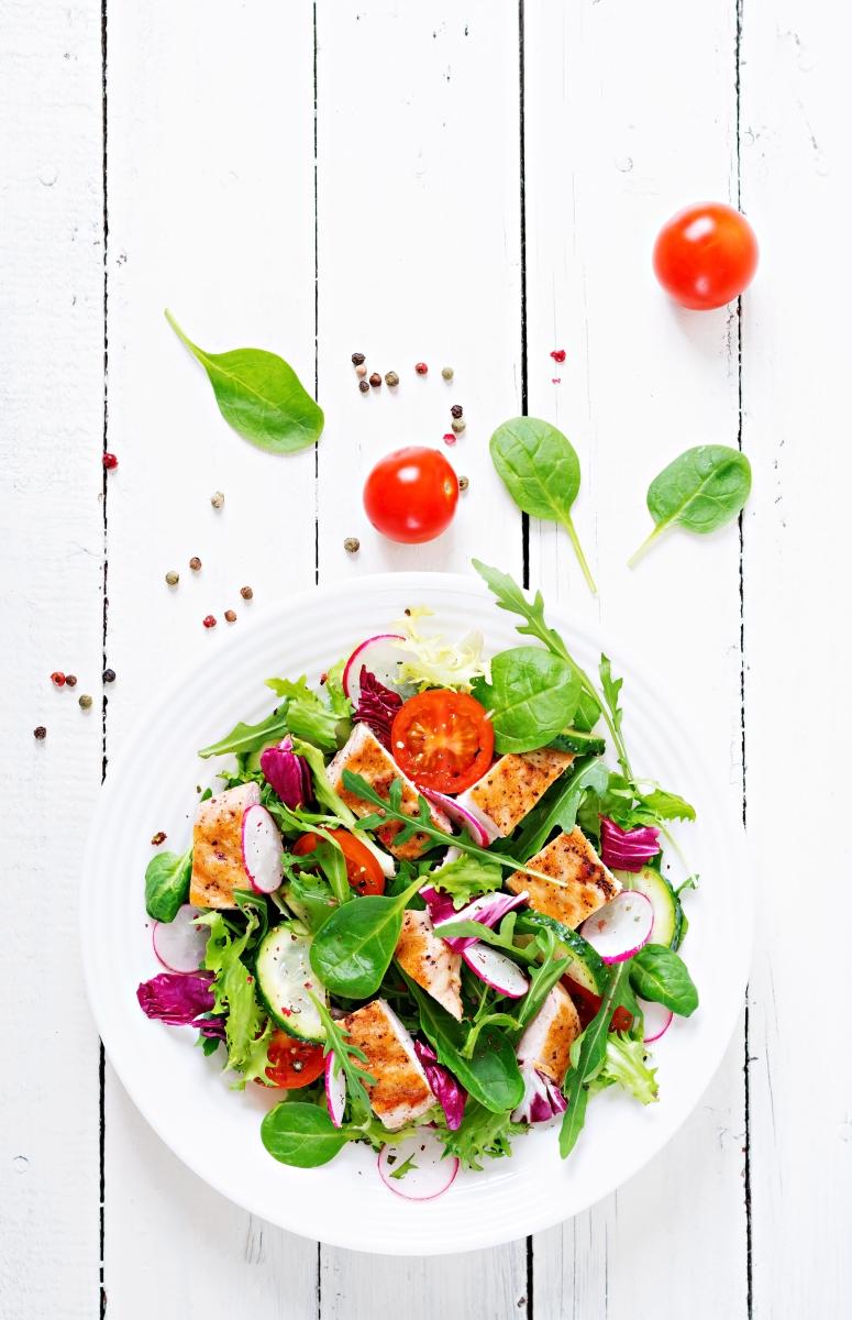 Студена кухня. Не е задължително на всяко хранене да има храна, която е минала термична обработка - едно от храненията ви може да е салата.