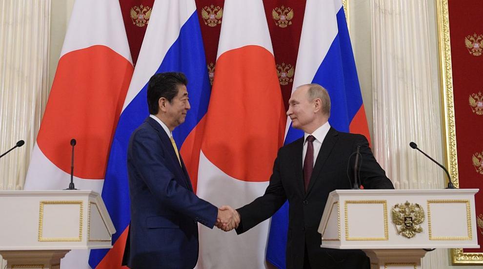 Какво важно си казаха премиерът на Япония и Владимир Путин?
