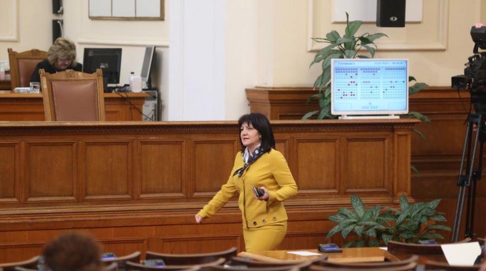 Караянчева: Не мога да променя еднолично правилника на парламента