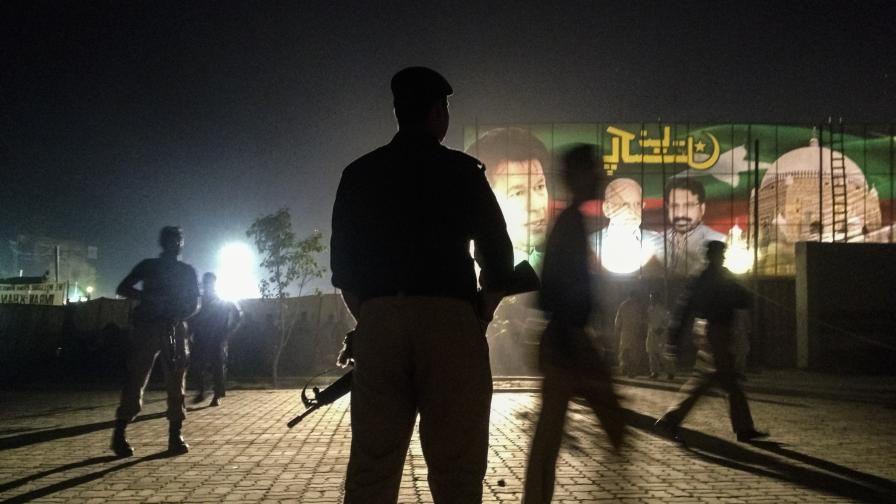 Полицаи в Мултан. Изборите в Пакистан през 2013 г.