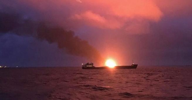 Двата танкера, които горят в Черно море, вече се намират
