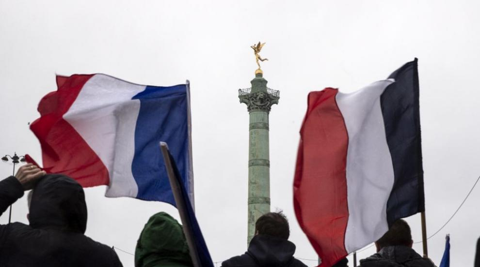 Франция увеличава парите за държавни болници след поредица от протести