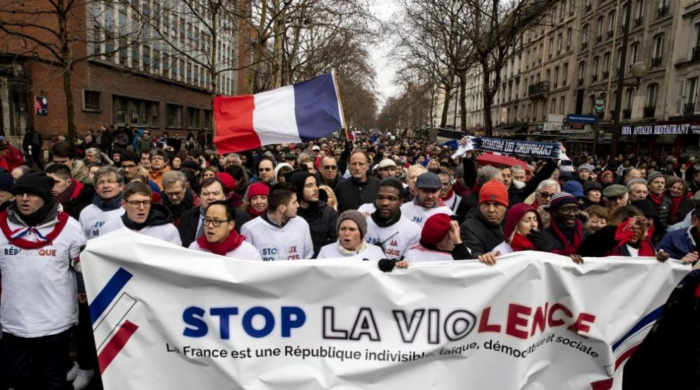 Френски учители протестираха след самоубийство на колежка заради...