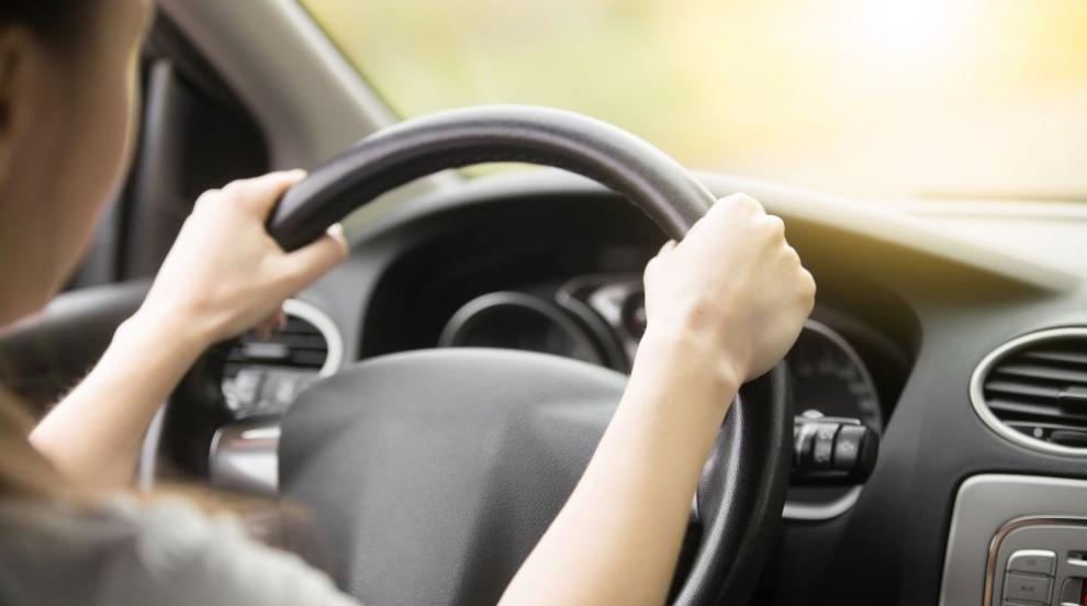 """Рекорд на пътя: Жена се """"похвали"""" в интернет, че кара..."""
