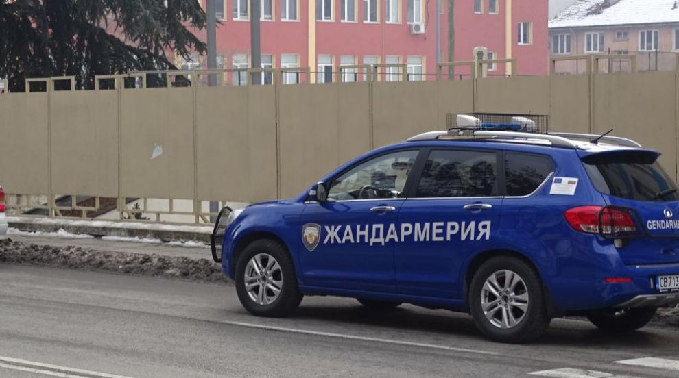 Полиция и жандармерия влезе в луксозни имоти в град Ветово