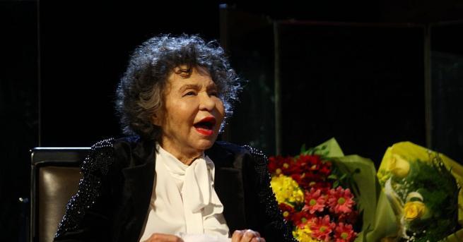 Днес казваме последно сбогом на великата българска актриса Стоянка Мутафова.Поклонението