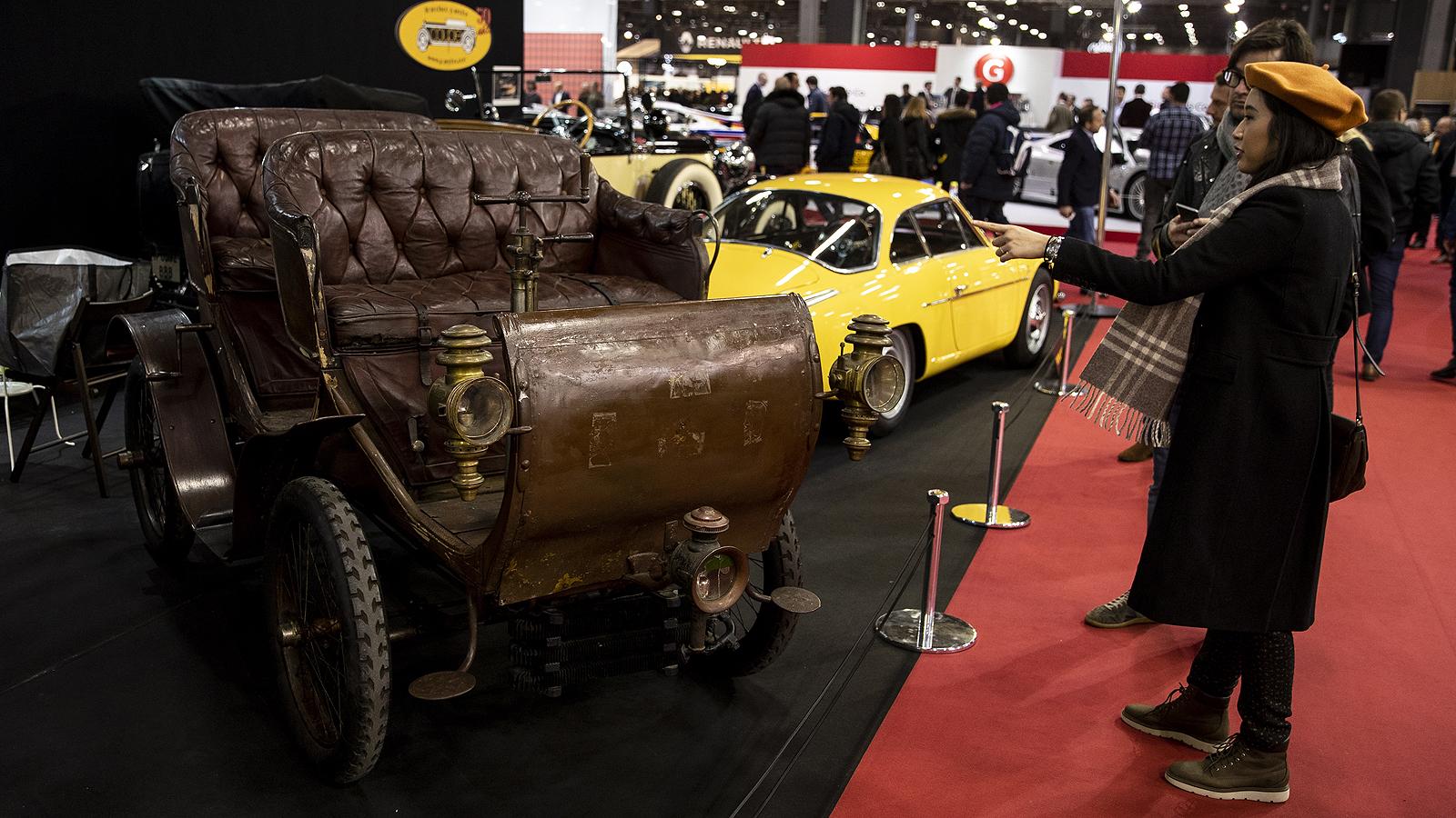 Изложение на класически и ретро автомобили в Париж
